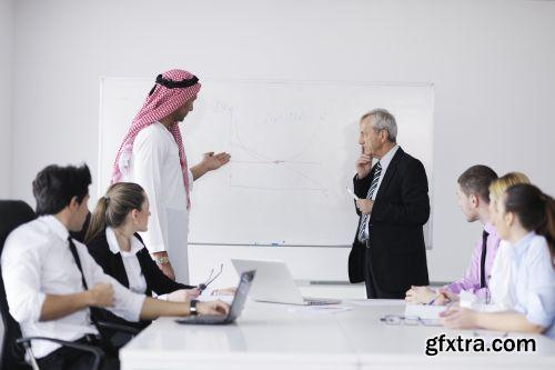 صورة عاليه الجودا رجال اعمال العرب iStockPhoto Arab Business ميديافاير,بوابة 2013 1378125777_istock_00