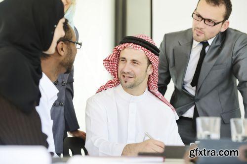 صورة عاليه الجودا رجال اعمال العرب iStockPhoto Arab Business ميديافاير,بوابة 2013 1378125784_istock_00