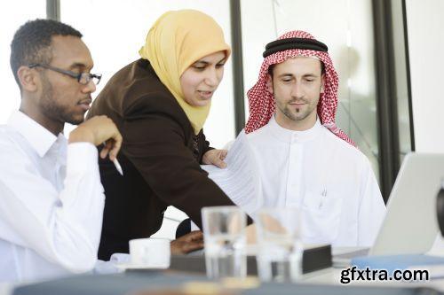 صورة عاليه الجودا رجال اعمال العرب iStockPhoto Arab Business ميديافاير,بوابة 2013 1378125791_istock_00