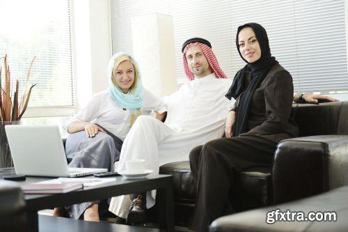 صورة عاليه الجودا رجال اعمال العرب iStockPhoto Arab Business ميديافاير,بوابة 2013 1378125794_istock_00