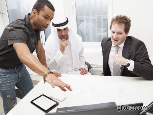 صورة عاليه الجودا رجال اعمال العرب iStockPhoto Arab Business ميديافاير,بوابة 2013 1378125798_istock_00