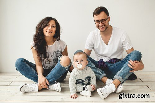 Photo shoot of a young family