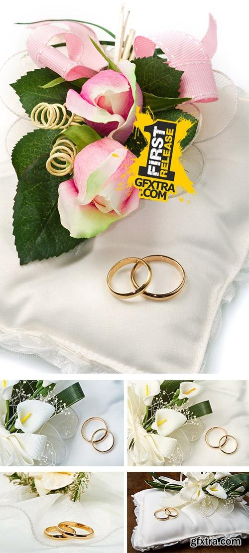 Stock Photo: Wedding rings with calla bouquet