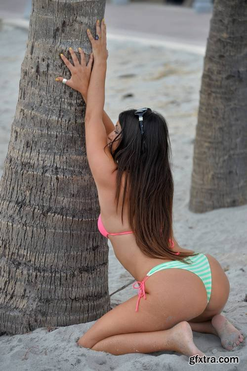 Claudia Romani - tiny bikini in Hollywood, Florida, 2-10-2017