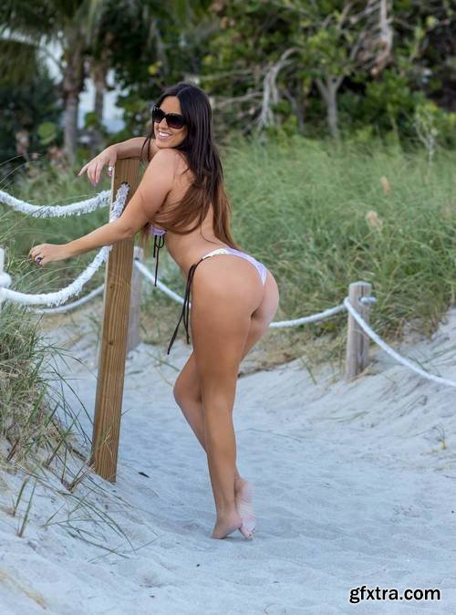 Claudia Romani - South Beach in Miami January 7, 2018
