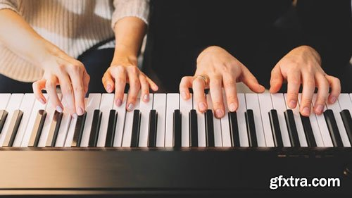 An Accelerated Piano Course for Beginners