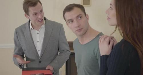 Successful Real Estate Agent Tells About New Home To a Young Cute Married Couple - 39ZCJNH
