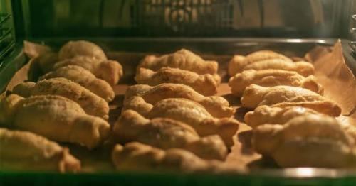 Baking Puff Pastry Wafers - 4GEMWF5