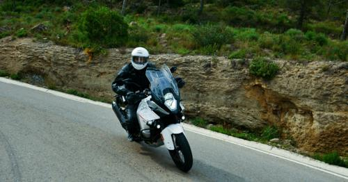 Motorcyclist Driving his Sports Motorbike on a Curvy Road - 4A72G9H