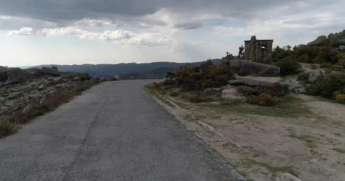 Mountain Road - 5X8VW69