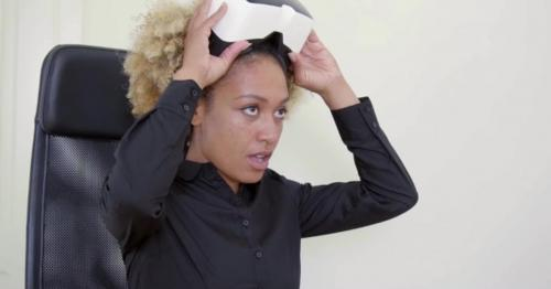 Pretty Black Woman With Virtual Reality Glasses - MF3RCLQ