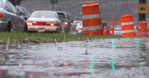 Rain - 18 - Highway Traffic, Sidewalk, Sign, Trees - XQ7ZBVY