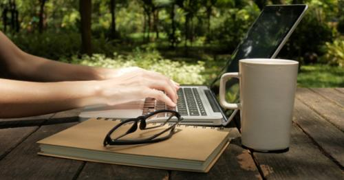 Using Laptop - WLB8EM3