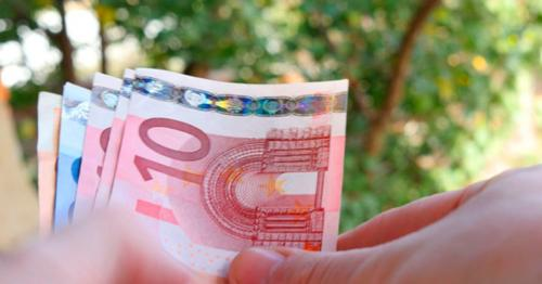 Hands Recount Banknote Euros - PFQYER4