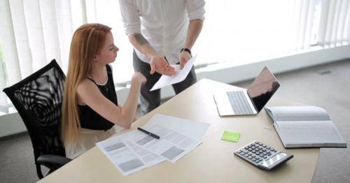 Man And Women Are Talking In The Office - NLH7Z2R