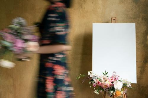 White canvas mockup with a bouquet of flowers - 1212432