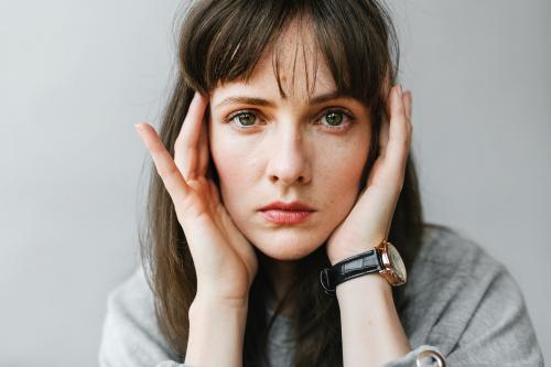 Woman in a gray long sleeve shirt - 1235436