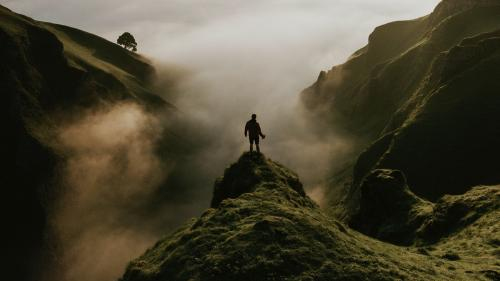 Winnats pass in the peak District of Derbyshire, England - 1017152