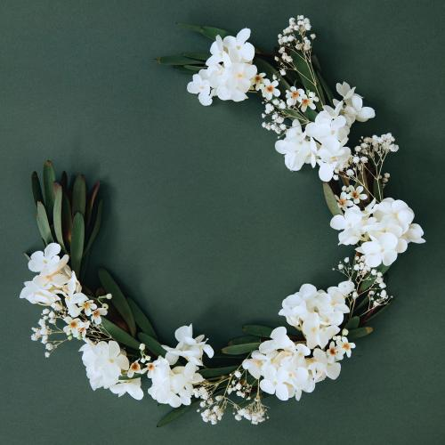 White flowers on semicircle gold frame - 1204360